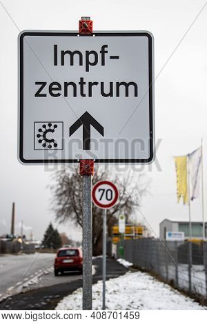 Street Sign With German Word For Covid-19 Vaccination Center Or Center - Vaccination Center Individu