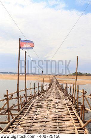 Bamboo bridge across Mekong river between Kampong Cham city and island of Koh Paen, Cambodia