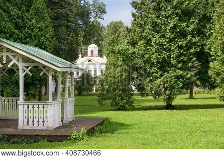 Serednikovo Manor In Classical Style In The Moscow Region, A Park-manor Ensemble Of The End Of The X