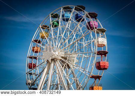 BARCELONA, SPAIN - OKT 17, 2020: Ferry wheel. Tibidabo amusement park. Barcelona, Catalonia, Spain