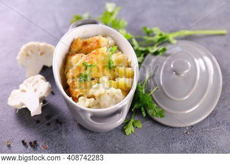 cauliflower gratin with cream and cheese