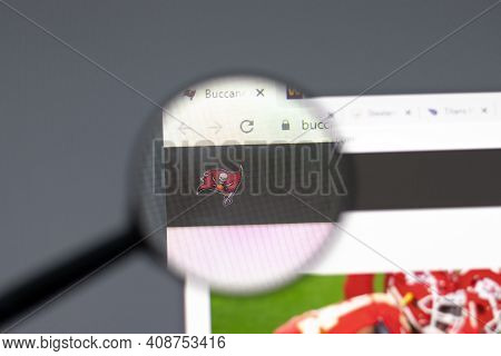 New York, Usa - 15 February 2021: Tampa Bay Buccaneers Website In Browser With Company Logo, Illustr