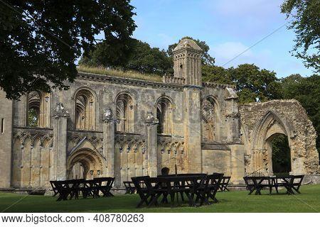 Glastonbury (england), Uk - August 07, 2015: Glastonbury Abbey Park And Ruins, Somerset, United King