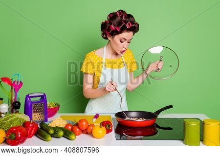 Portrait Of Her She Nice Attractive Pretty Glamorous Cheery Funny Wife Preparing Romantic Healthy Us