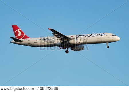 Istanbul, Turkey - March 29, 2019: Turkish Airlines Airbus A321 Tc-jrc Passenger Plane Arrival And L