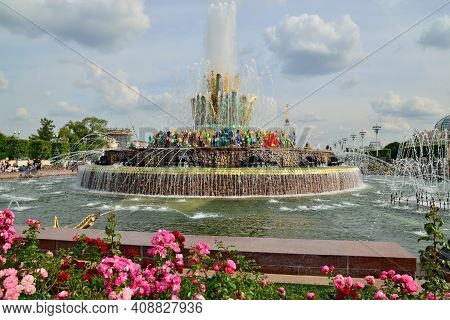 Moscow, Russia - August 25, 2020: View Of The Fountain Stone Flower At Vdnkh In Moscow. Vdnh, Exhibi