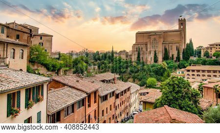 Siena, Toscana, Italy - September 2019: Amazing Sunset Overlooking The Basilica In Siena. Outstandin