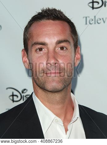 LOS ANGELES - AUG 08: Jay Harrington arrives to the 2009 Disney-ABC Televison Group Summer Press Tour on August 08, 2009 in Pasadena, CA