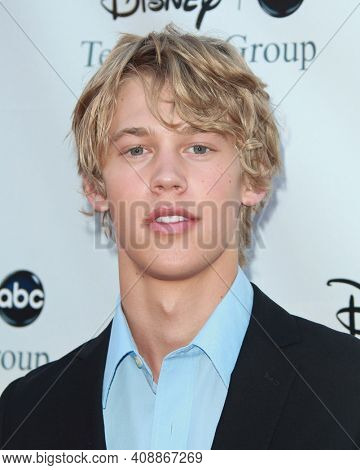 LOS ANGELES - AUG 08: Austin Butler arrives to the 2009 Disney-ABC Televison Group Summer Press Tour on August 08, 2009 in Pasadena, CA