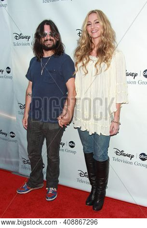 LOS ANGELES - AUG 08: Drea De Matteo and Shooter Jennings arrives to the 2009 Disney-ABC Televison Group Summer Press Tour on August 08, 2009 in Pasadena, CA