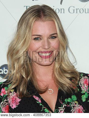 LOS ANGELES - AUG 08: Rebecca Romijn arrives to the 2009 Disney-ABC Televison Group Summer Press Tour on August 08, 2009 in Pasadena, CA