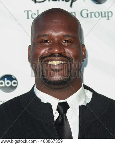 LOS ANGELES - AUG 08: Shaquille O'Neal arrives to the 2009 Disney-ABC Televison Group Summer Press Tour on August 08, 2009 in Pasadena, CA
