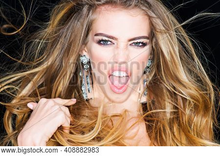 Fashion Young Woman Screaming. Scared Face Scream. Feeling And Emotions