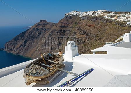 Boat and Imerovigli