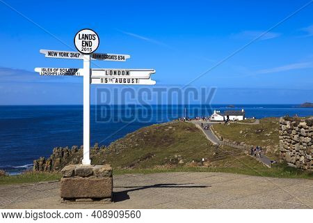 Land\'s End Area (england), Uk - August 16, 2015: Sign In The Land\'s End Area, Cornwall, England, U