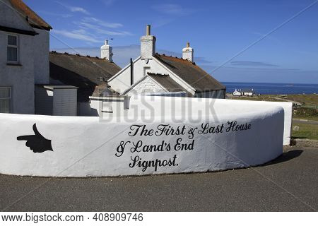 Land's End Area (england), Uk - August 16, 2015: The First And The Last House In The Land's End Area