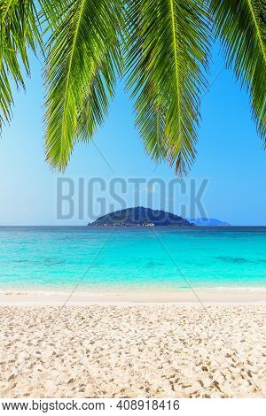 Beautiful Beach And Blue Sky In Similan Islands, Thailand. Vacation Holidays Background Wallpaper. V