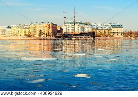 Saint Petersburg, Russia - April 5, 2019. Mytninskaya Embankment And City Buildings Along The Neva R