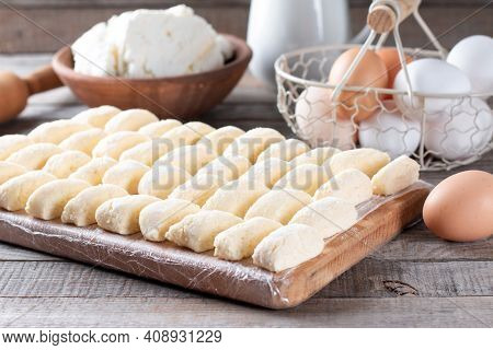 Making Traditional Russian, Ukrainian Cottage Cheese