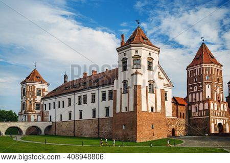 Mir, Belarus - August 04, 2017: Towers And Fortress Wall Of Ancient Medieval Castle In Mir, Belarus.