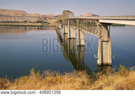 Lyons Ferry Bridge Snake River Washington State. The Lyons Ferry Bridge Spanning The Snake River In
