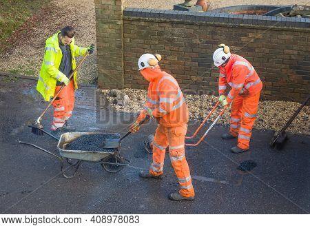 Buckingham, Uk - December 14, 2020. Road Workers Wearing High Visibility Hi Vis Orange Clothing, Rep
