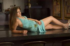 Sexy Frau bei Bar