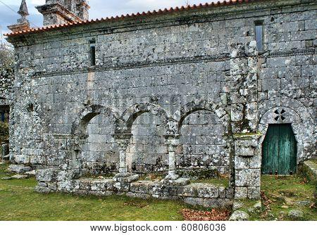 Claustro Do Mosteiro De Pitões Das Júnias