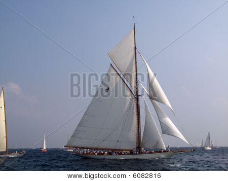 Classic Sailing Yacht Moonbeam 1