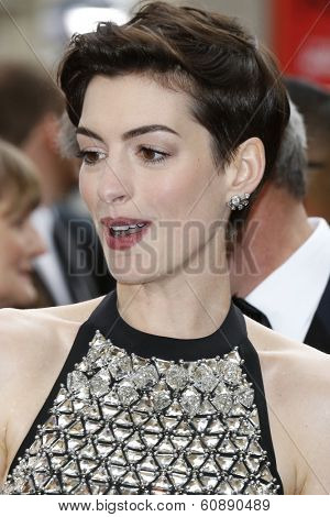LOS ANGELES - MAR 2:  Anne Hathaway at the 86th Academy Awards at Dolby Theater, Hollywood & Highland on March 2, 2014 in Los Angeles, CA