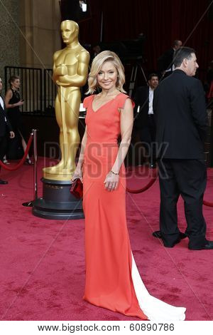 LOS ANGELES - MAR 2:  Kelly Ripa at the 86th Academy Awards at Dolby Theater, Hollywood & Highland on March 2, 2014 in Los Angeles, CA