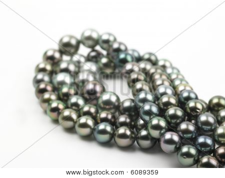 black pearl chains