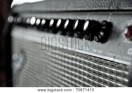 image of guitar amplifier