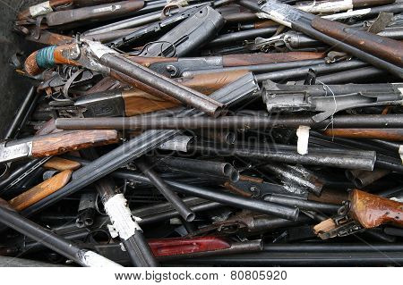 rubbish of the broken and old shotguns, rifles
