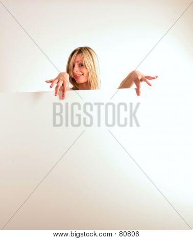 Glücklich Blondie Frau Holding White Board