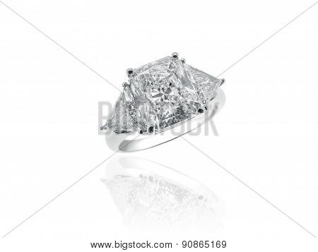 Magnificent Diamonds Solitaire Jewelry Ring