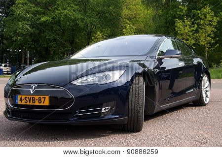 Black Tesla Motors Model S - Front view