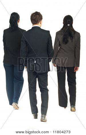 Rückseite Geschäftsleute zu Fuß