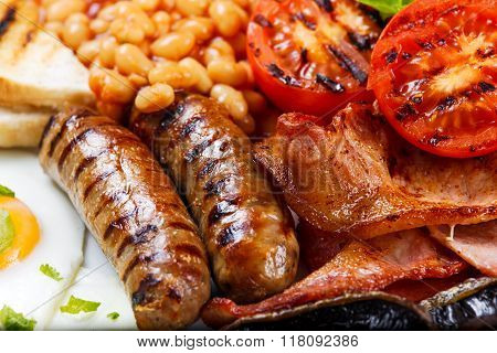 Full English breakfast with bacon, sausage, egg, beans and mushrooms