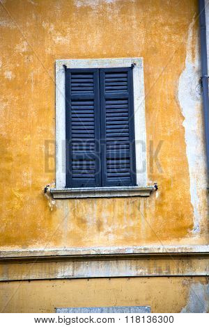 Shutter Europe  Italy  Lombardy       In  The Milano       Abstract Grate