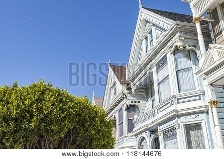 San Francisco, Usa - April 07: Alamos Square - The Painted Ladies On April 07, 2014 In San Francisco
