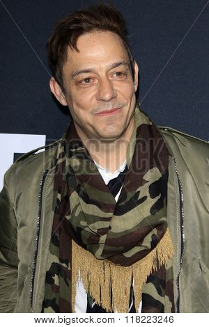 LOS ANGELES - FEB 10:  Jamie Hince at the SAINT LAURENT At The Palladium at the Hollywood Palladium on February 10, 2016 in Los Angeles, CA