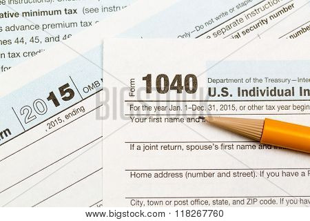 Pencil Laying On 2015 Irs Form 1040