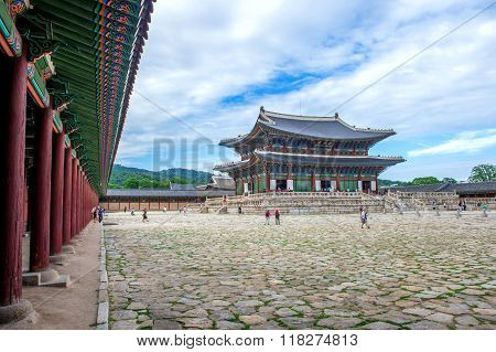 Gyeongbokgung Palace the best of attractions in korea