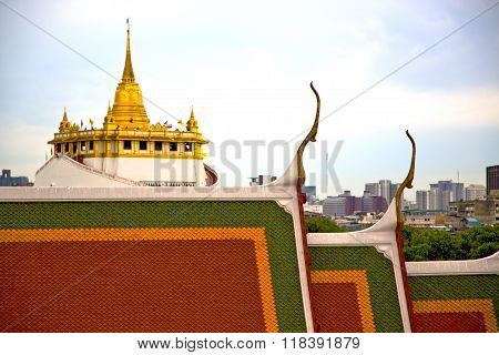 Roof  Gold    Temple   In   Bangkok  Sky Line