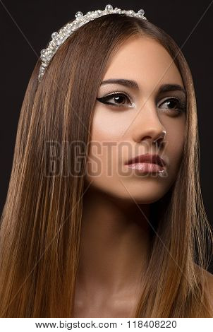 Beautiful Girl With A Crown On His Head, A Portrait Of A Beautiful Girl, Studio, Evening Makeup, Pri