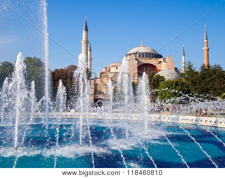 Aya Sofia mosque in Istanbul with a fountain in the foreground