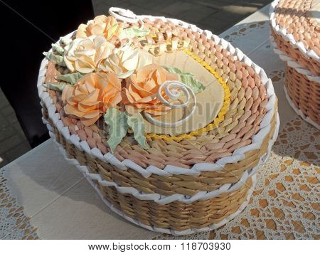 Oval Cream-coloured Handicraft Paper Box Decorated With Roses