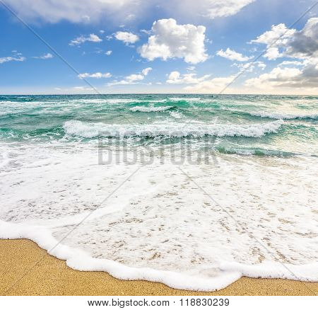 Sea ??waves Breaking On The Sandy Beach