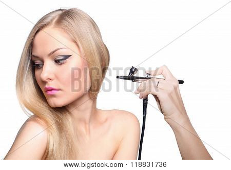 Fashionable portrait of a girl model with hand airbrush. Fashion, glamour accessories, evening makeup. Freedom spring bright style, nude shoulders